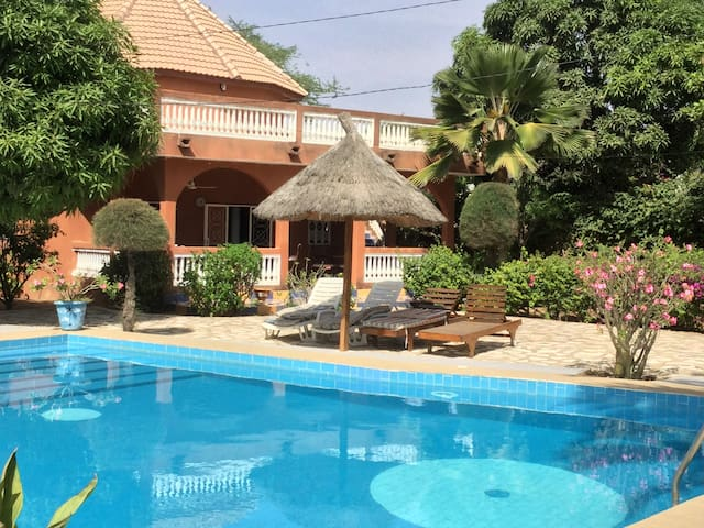 WARANG Très belle villa 6 personnes avec WIFI, grande piscine et plage à 300 m.