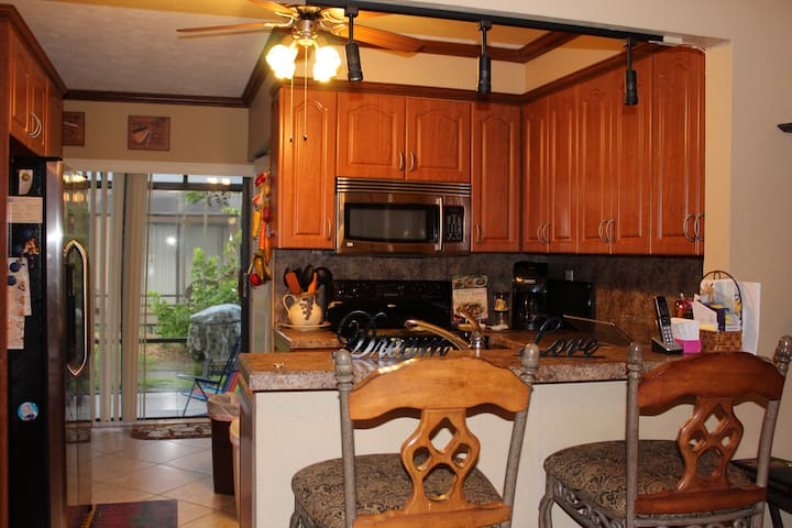 Across from beach and Marriott is walking distance - Marco Island - Condominio