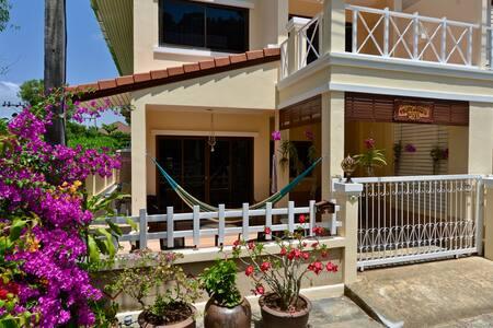 Thatsanee's House - 3 bedrooms at Kata Beach