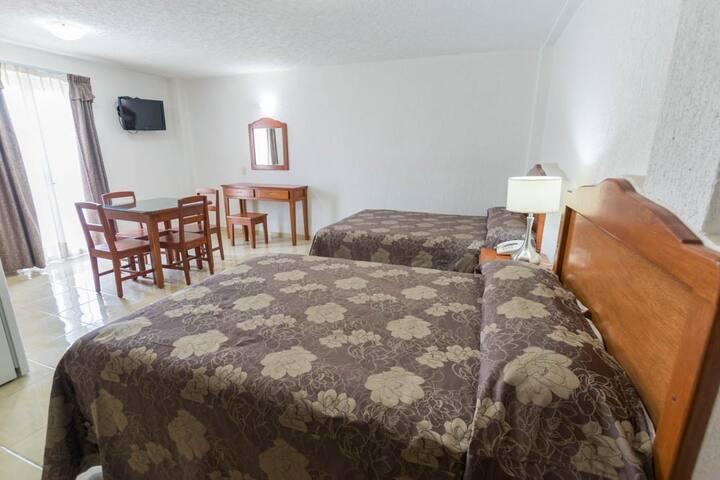 Hotel Suites Poliforum Inn