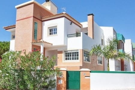 Vilamoura Beach Mansion with Heated Pool -Up to 10 - Quarteira