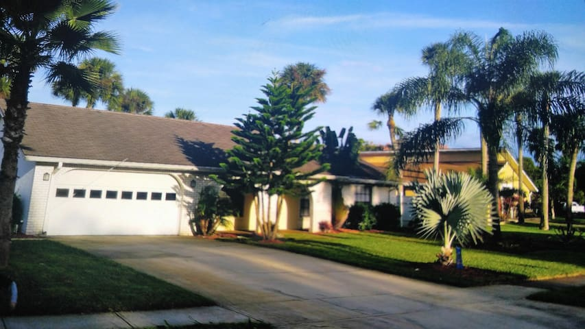 4 BR home STAY 4 NITES GET ONE FREE - Port Orange - Casa