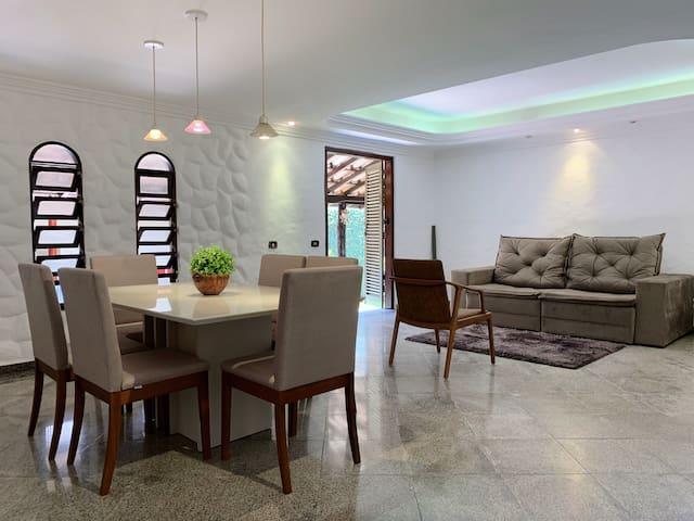 CASA MARAVILHOSA- Casa no melhor bairro de goiânia