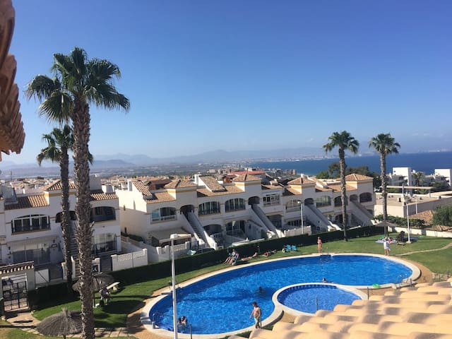 Bungalow with sea views in Gran Alacant