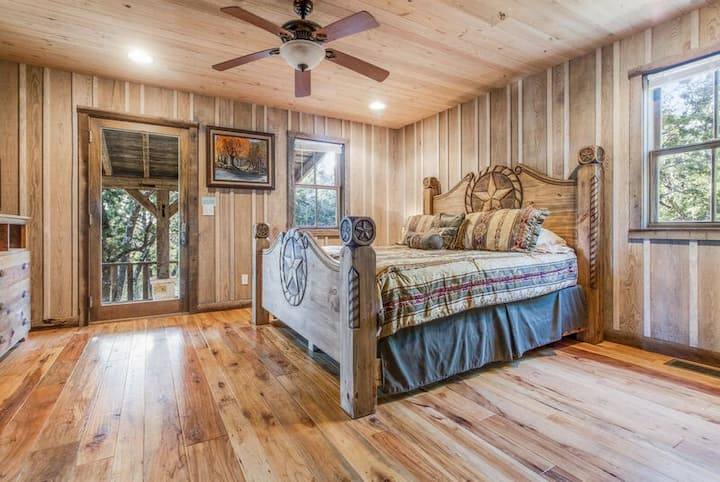 Bird Point Cabin | Close to Town | Beautiful Setting | Hot Tub