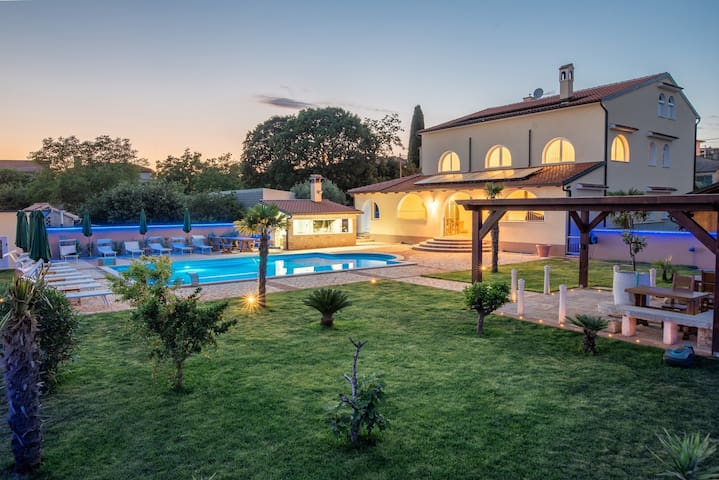 Via Flavia with Common Pool / Studio Apartment No.4 with Balcony in Via Flavia