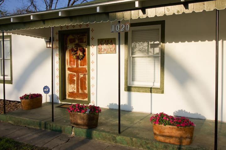 Newly remodeled home in Historic area on World Heritage Trail.