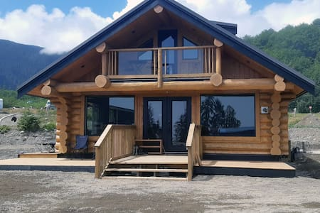 Entire, beautiful Log Cabin - Salmon Beach Escapes