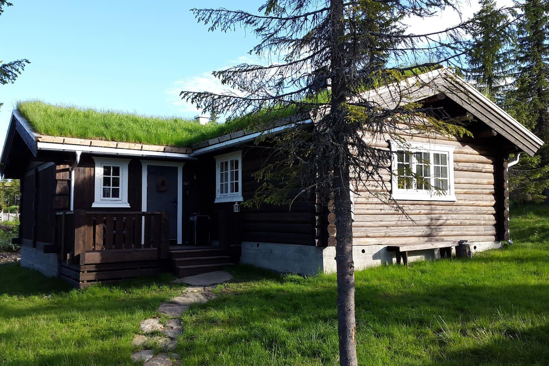 Koselig hytte i kombinasjon tømmer og bindingsverk