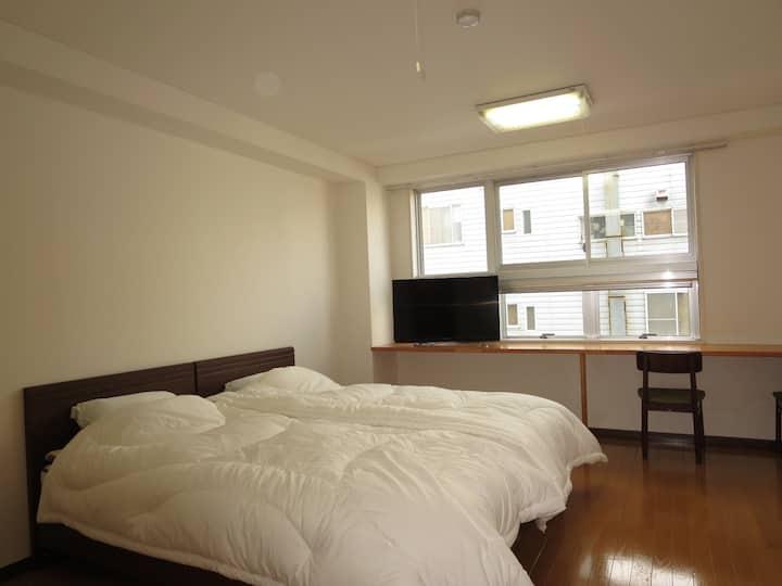 新潟県小千谷市のマンション205号室(洋室・4名定員)【バス・トイレ付】