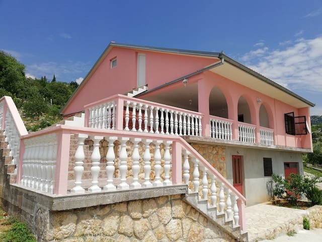 Entire house ideal for mountain and hiking lovers near the sea