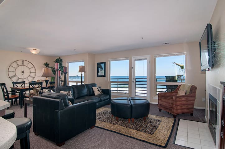 Beautiful Direct Oceanfront Condo in San Diego