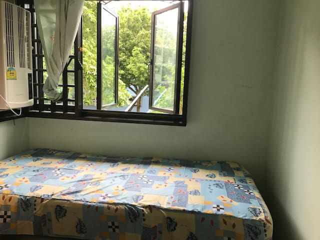 Single room near commonwealth mrt ( central area )