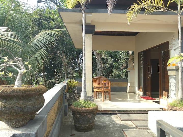 Lodra's homestay Upper Room nr Akasha.