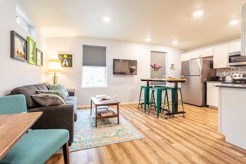 Private and beautiful studio, walkable to Old Town