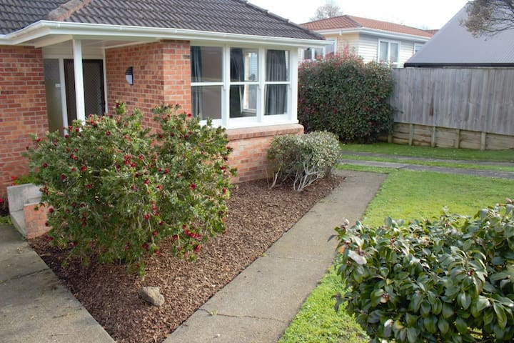 Private bedroom available - Glen Innes house