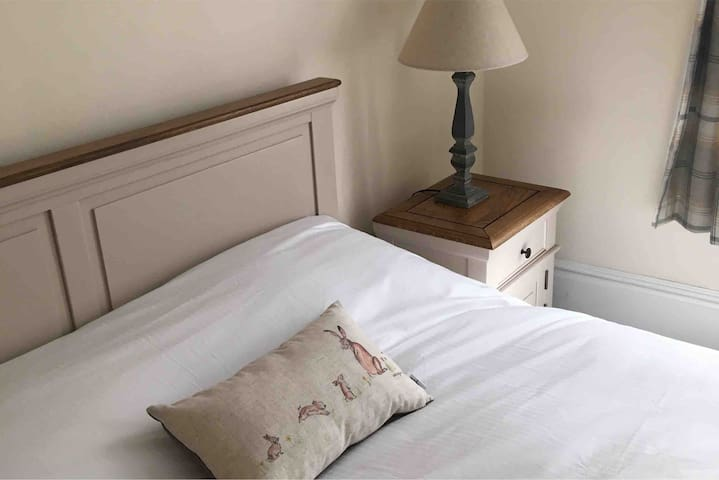 Quality Apartment sleeps 8 near City and Stadiums