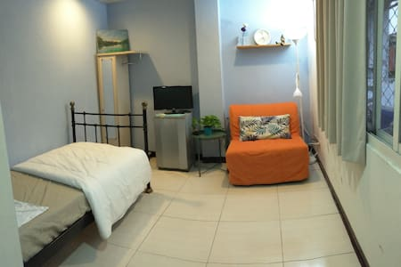 3 mins to MRT. Cozy double room. 舒適,交通方便兩人房