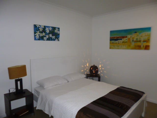 Comfortable queen size bed with clean fresh linen. Sheets can be changed and studio serviced just let me know what time is convenient for you during your stay.