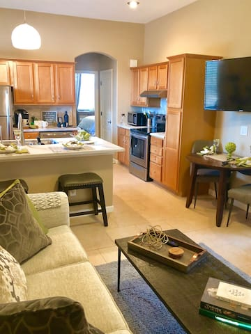 This unique space has it all.  Quiet spaces to relax, great views, and attention to detail.  Fully-equipped kitchen includes everything to make your favorite meals while your away.