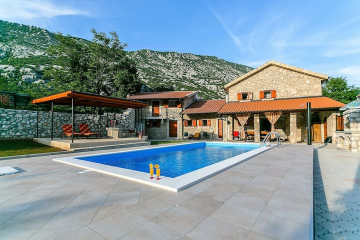 Quietly situated group accommodation with swimming pool, only 10 minutes from Crikvenica.