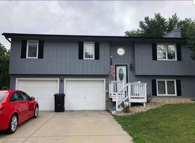 Great home near ISU! WEEKLY DISCOUNTS!