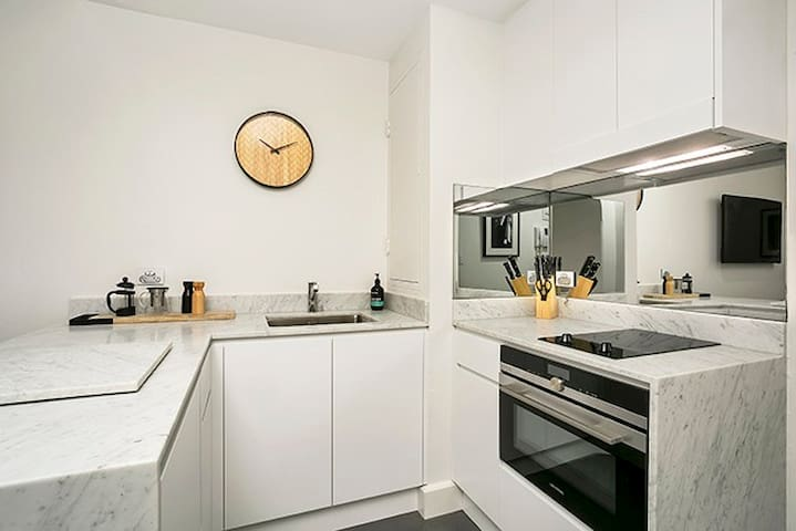 CLDN4-Ideally Located Central Sydney Studio + Pool