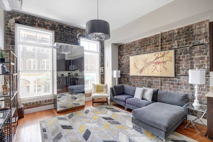 Modern Downtown Loft - Broughton Street Views