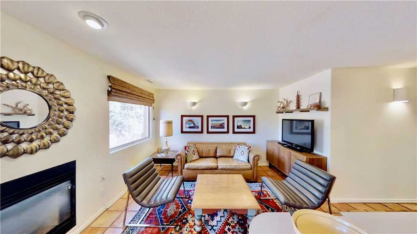 Condo Near Iconic Jeeping Trails, Moab Golf Course, and Hiking Trails  - Steel Bender Retreat ~ 3293