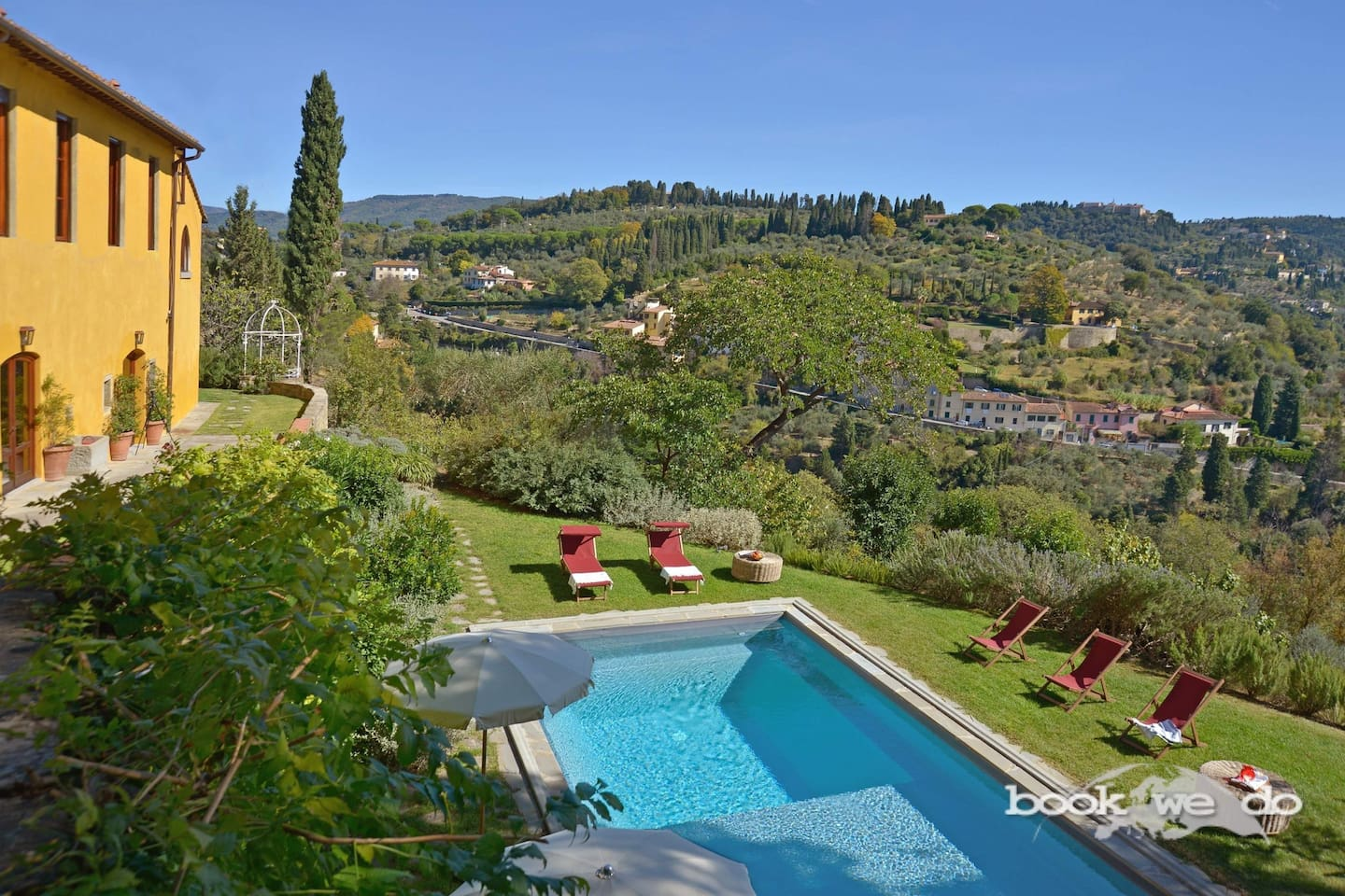 the panoramic villa with private pool and its garden