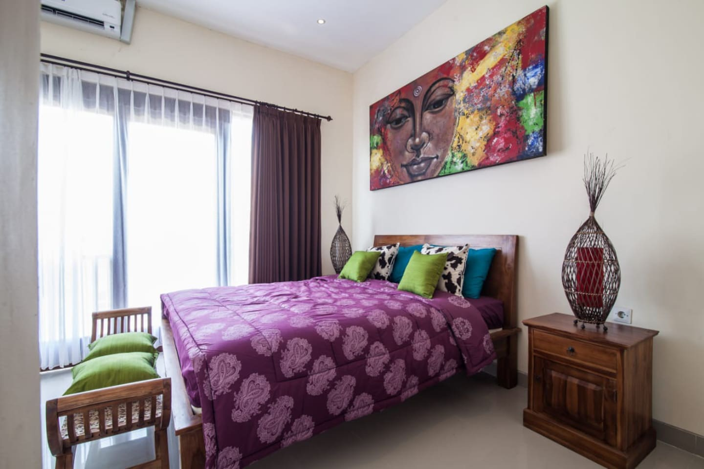 Private bedroom dbl queen bed