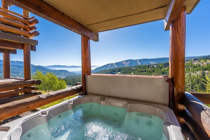 Ski-in/out condo w/private hot tub, fireplace & breathtaking view