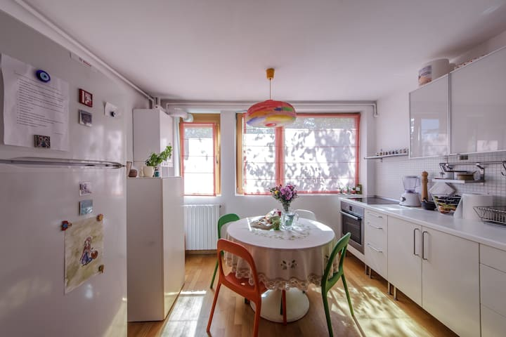Cozy 2BD Apartment in a Green Area - București - Apartment