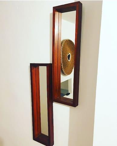 Os espelhos no quarto
