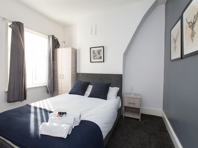 Townhouse @ 47 Clare Street Stoke - Double room