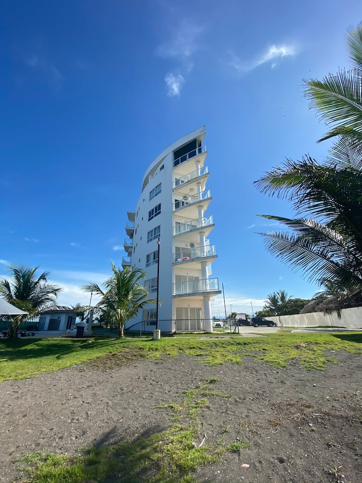 Condominio frente a Playa la Barqueta