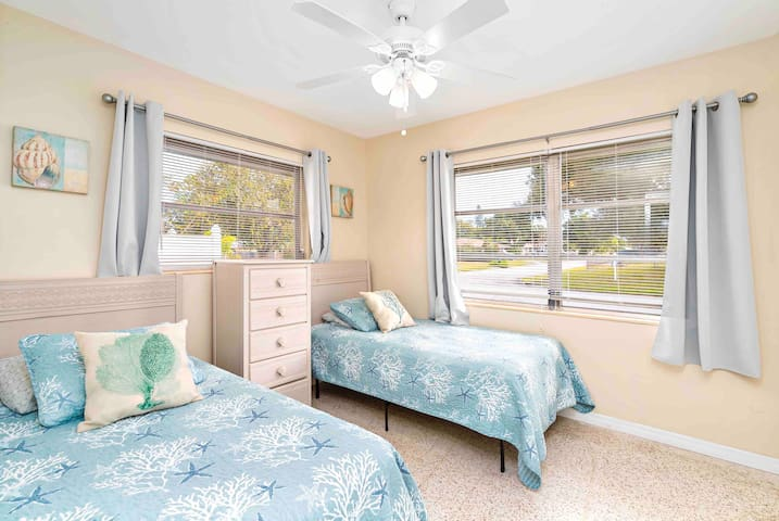 Cozy, pet-friendly Home 3 miles to Siesta Key #1