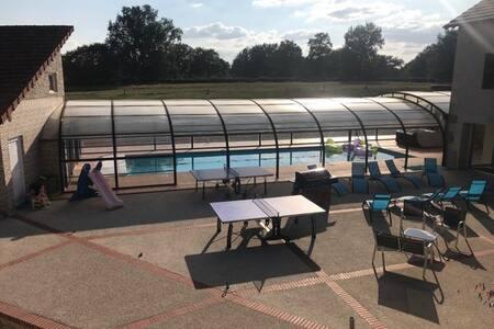 Bienvenue chez nous piscine couverte chauffée Spas