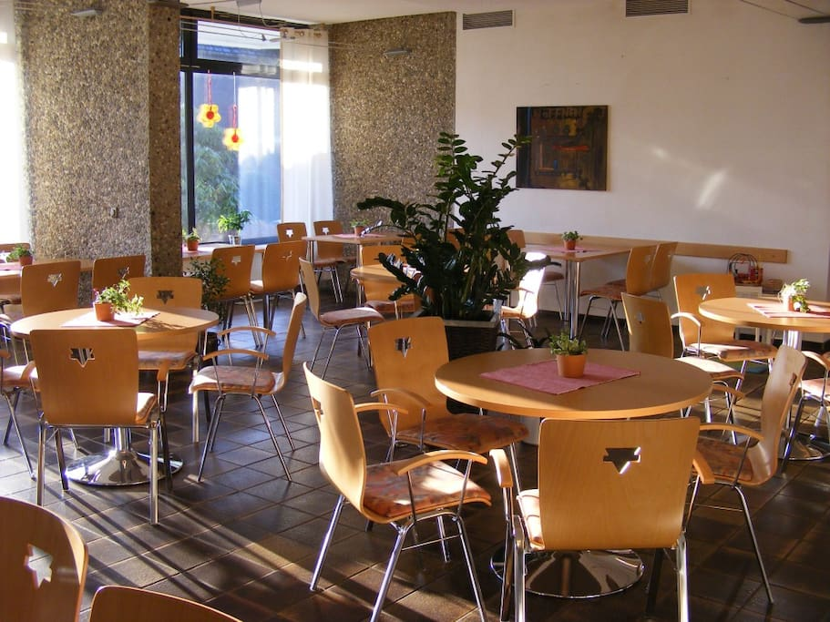 Die einladende Cafeteria