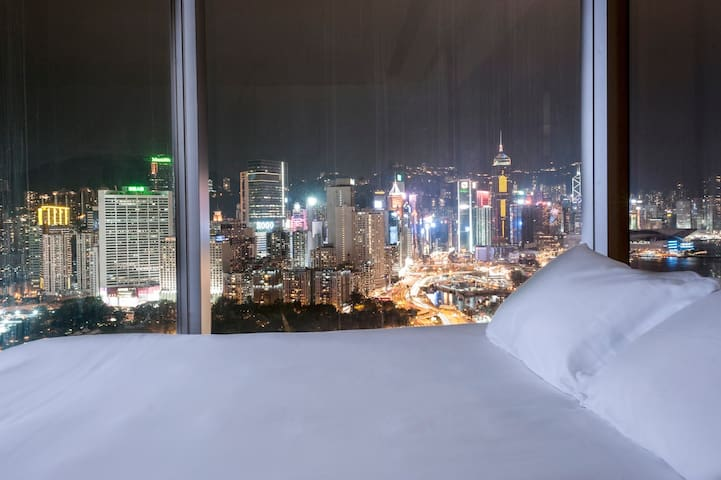 Studio with magnificent view of Victoria Harbour
