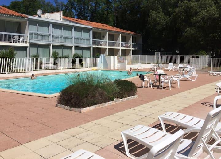 Jard sur Mer: Location avec piscine