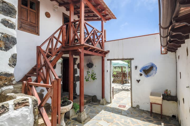 "Charming Holiday Home ""Casa Rural Felipe Luis"" with Sea View, Mountain View & Terrace; Parking Available"