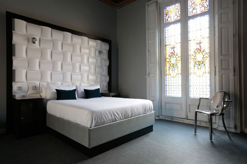 Modernist room with panoramic balcony to gran via - Chambre d hote barcelone centre ...