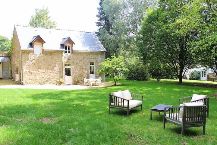 Maison avec piscine dans propriété familiale
