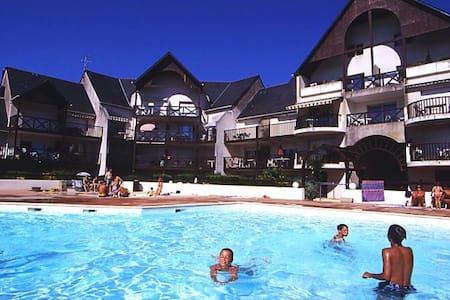 Joli T2 en résidence avec piscine. - Guérande
