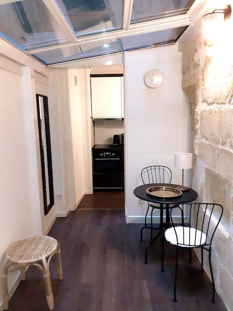 Studio atypique neuf Tourny hyper centre Bordeaux
