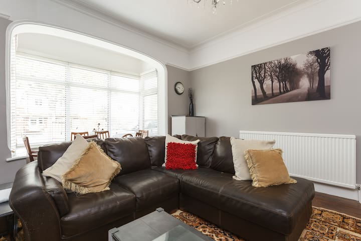 Family Room (2+1) (F) in Edwardian House by beach
