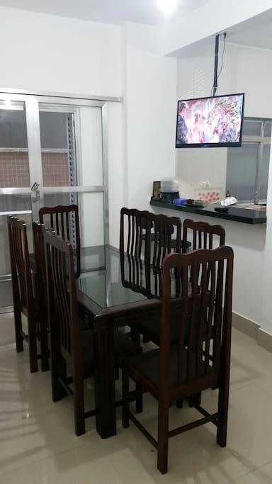 Sala de jantar/ mesa TV/ Ventilador