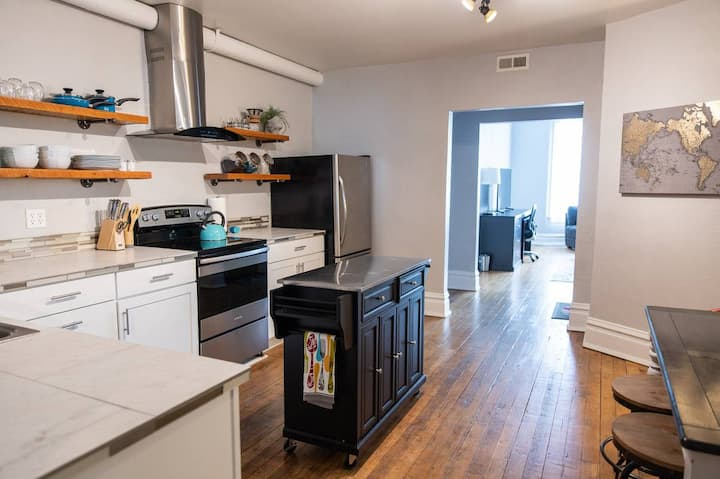 Historic Loft in the heart of Uptown Butte