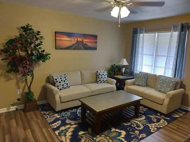 Cozy home in Pine Bluff near the Saracen casino